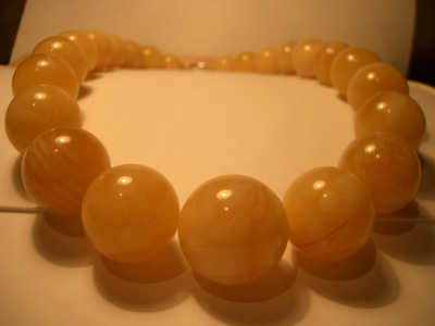 Massive yellow-white necklace - round amber beads
