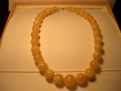 Yellow-white colour amber necklace (massive round beads)